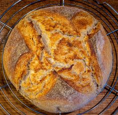Kváskový chléb pšenično - žitný - Spicy Crumbs Bread, Food, Brot, Essen, Baking, Meals, Breads, Buns, Yemek