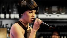 Esperanza canta ''Una calle me separa'' | Esperanza Mía