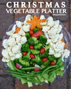 Christmas Tree Vegetable Platter ♥ AVeggieVenture.com, use your favorite raw and blanched vegetables and creativity then wait for the compliments!