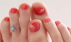 Art toe rings and flower toe nails! style-and-grace Pedicure Colors, Pedicure Designs, Pedicure Nail Art, Toe Nail Designs, Toe Nail Art, Nail Colors, Cute Pedicures, Cute Nails, Nail Arts