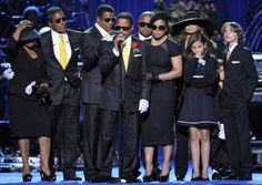 marlon jackson and family | Marlon Jackson with the Jackson family speaks during the memorial ...
