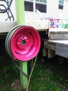 39 Best DIY Garden Hose Storage with Planter Garden Hose Hanger, Garden Hose Storage, Cool Diy, Clever Diy, Water Hose Holder, Patio Diy, Large Backyard, Green Building, Diy Storage