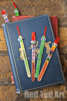 Kids Crafts Bookmarks Popsicle Sticks - Learning, Playing & Crafts for Kids Using Popsicle Sticks Popsicle Stick Crafts, Popsicle Sticks, Craft Stick Crafts, Kids Crafts, Craft Projects, Easy Crafts, Craft Sticks, Homemade Fathers Day Gifts, Fathers Day Crafts