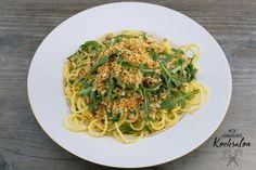 Mein wunderbarer Kochsalon Chili, Spaghetti, Pasta, Ethnic Recipes, Food, Pasta Meals, Fried Garlic, Gluten Free Breads, Food Portions