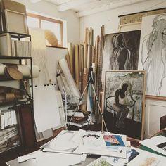 #shanyart #artist #walkingmymind #artstudio #cutouts  #storyboards #moodboards .... storing & organising of #art materials and #paintings becomes story boards