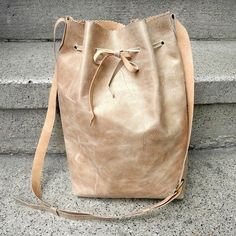 Nina found a piece of old leather at a flea market recently. She wasn't quite sure what she wanted to do with it, then she decided to make a bucket bag. If you'd like to sew one yourself, here are the instructions from Nina! - DIY leather bucket bag