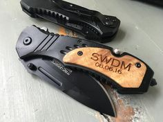 A shot that shows the back of this knife. Rugged awesomeness! #personalizedknife #groomsmangift