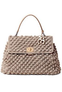 crochet bag-even Chanel had one a few years ago!crochet bag - DIY Home ProjectNeeds to be translated Different styles are featuredBy: Dolce & Gabbana.this bag really appeal me Bag Crochet, Crochet Handbags, Crochet Purses, My Bags, Purses And Bags, Handbag Patterns, Knitted Bags, Crochet Accessories, Beautiful Crochet