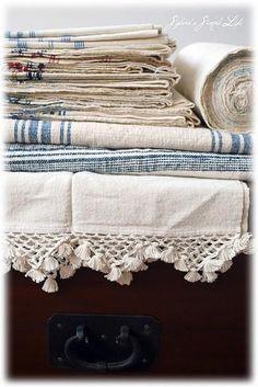 I can almost smell these. You could. always smell the ironing from Grandma's. Brocante linens....