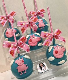 Chocolate Covered Apples, Caramel Apples, Peppa Pig, Gourmet Candy Apples, Pig Candy, Petty Quotes, Apple Art, Party Treats, Candy Buffet