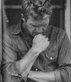 I have had a huge movie star crush on Steve McQueen for quite some time now. With his rebellious nature and onscreen heroic's, McQueen earn. Steven Mcqueen, Classic Hollywood, Old Hollywood, Hollywood Cinema, William Claxton, Miles Davis, Famous Faces, Belle Photo, Bruce Lee