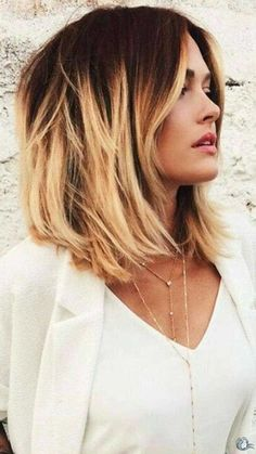 Short dark red to blonde ombre bob hairstyle - Frisuren Hairstyles Haircuts, Cool Hairstyles, Bob Haircuts, Bob Hairstyle, Hairstyle Ideas, Medium Haircuts, Makeup Hairstyle, Textured Hairstyles, 2018 Haircuts