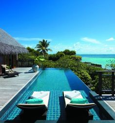 Shangri La's Villingili Resort and Spa: Outdoor Infinity Pool With Sunbed In Shangri La's Villingili Resort Beautiful Pools, Beautiful Places, Ideas De Piscina, Piscina Rectangular, Infinity Pools, Spa Hotel, Dream Pools, Shangri La, Design Hotel