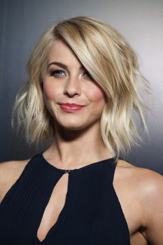 Uber chic messy blonde bob. Perfect for if I ever go this short again!