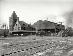 """Syracuse, New York, circa 1905. """"New York Central R.R. depot.""""  ~ Shorpy - The 100-Year-Old Photo Blog"""