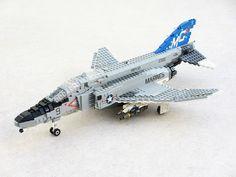 Precioso F-4N Phantom de Lego. Parece real!!!