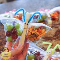 Step-by-step photo tutorial to making butterfly snack bags for healthy classroom snacks, kids cooking, kids can cook, clean eating, healthy snacks
