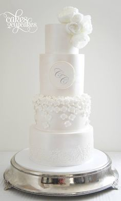 These Wedding Cakes are Incredibly Stunning - MODwedding