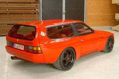 "Porsche 944 DP-motorsport, le break pour faire les courses. We don't know what that means, but we think it is French for ""Porsche station wagon"""
