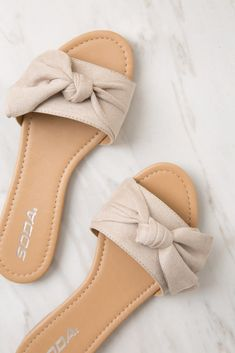 Must have casual womens shoes. Designer shoes, shoes for women, ladies sandals, womens shoes casual, Womens Footwear Fashion and Shoe Trends. Shoes Flats Sandals, Cute Sandals, Sport Sandals, Slide Sandals, Cute Shoes, Me Too Shoes, Shoe Boots, Sandal Heels, Flat Sandals