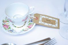 We love Hollie and Gary's shabby chic wedding on a budget!