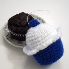 cupcake ornament, just too adorable $9