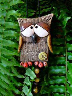 Gartendekoration - kLimPeReuLe .* .` - ein Designerstück von kumanalu bei DaWanda Clay Owl, Clay Birds, Paper Mache Sculpture, Pottery Sculpture, Clay Art Projects, Clay Crafts, Ceramic Birds, Ceramic Clay, Slab Pottery
