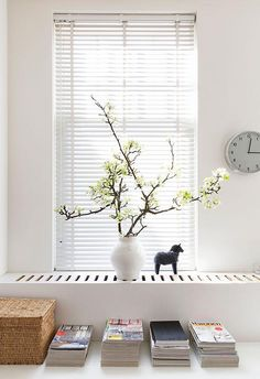 Window Sill Deco - bringing the colors of nature home with plants - Decoration Solutions Interior Windows, Interior And Exterior, Window Sill, Window Coverings, Window Plants, Famous Interior Designers, Radiator Cover, Beautiful Interiors, Home And Living