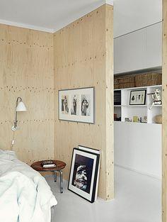 фанерные стены в спальне, фанера в интерьере, скандинавский дом, плавучий дом в Дании, дом плавающий на воде