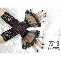 Lacy fingerless gloves/arm warmers
