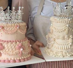 Gorgeous Cakes, Pretty Cakes, Cute Cakes, Amazing Cakes, Pretty Birthday Cakes, 3 Tier Birthday Cake, Tire Cake, Two Tier Cake, Fantasy Cake