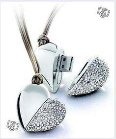 Swarovski coeur crystals cle usb philips -  Bijoux Pendentif coeur USB Swarovski C'est le collier vraiment beau et utile que vous aimerez avoir sur vous,recouvert du plus éclatant cristal, savoir faire de la mythique marque Autrichienne Swarovski, complét