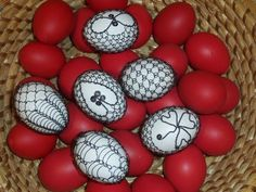 vejce Egg Decorating, Easter Eggs, Diy And Crafts, Wire, Eggs, Scrappy Quilts, Embellishments, Cable