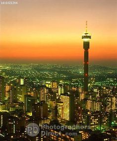 Johannesburg - Africa do Sul (Johannesburg - South Africa) Dusk Oh The Places You'll Go, Places To Visit, Johannesburg City, Out Of Africa, Africa Travel, Countries Of The World, Continents, South Africa, Beautiful Places