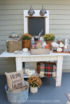 Looking for ideas on how to host an outdoor party in the fall? Blogger @thecrownedgoat used some of her favorite Kirkland's items to set up a Gourmet Smores Bar. Read her blog for the details!
