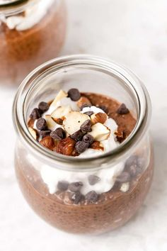 Here s 6 easy and healthy recipes for how to make CHIA PUDDING These make delicious vegan gluten-free breakfast ideas Recipes with almond milk strawberries chocolate coconut you name it SO yum What Is Healthy Food, Healthy Diet Recipes, Healthy Breakfast Recipes, Healthy Foods To Eat, Healthy Treats, Easy Recipes, Dinner Recipes, Pudding Flavors, Pudding Recipes