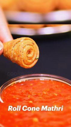 Easy Samosa Recipes, Snack Recipes, Cooking Recipes, Chaat Recipe, Pappu Recipe, Nashta Recipe, Tastemade Recipes, Indian Dessert Recipes, Vegetarian Snacks