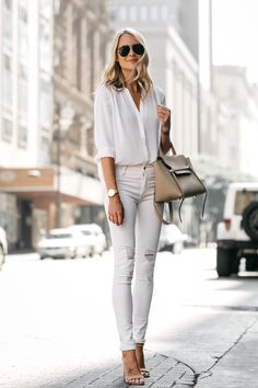 How to wear white on white - Fashion Jackson Casual Work Outfits, Mode Outfits, Work Casual, Chic Outfits, Fashion Outfits, Woman Outfits, Beauty And Fashion, White Fashion, Latest Fashion For Women