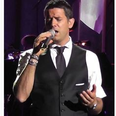Ooh just spotted this fantastic  passionate photo of Séb shared by Il Divo Fans Around The World on FB and had to share straight away isn't it just the best thank you  #sebsoloalbum #teamseb #sebdivo #sifcofficial #ildivofansforcharity #sebastien #izambard #ildivo #ildivoofficial #seb #singer #sebontour #band #musician #music #composer #producer #artist #instafollow #followback #french #handsome #instamusic #amazingsinger #amazingmusic #amazingvoice #greatvoice #teamizambard