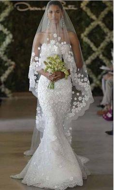Preownweddingdresses.com Oscar De La Renta ivory wedding dress