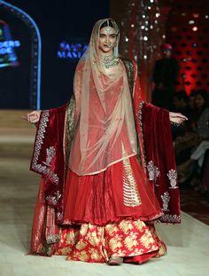 fullonwedding-bollywood wedding-Top 5 On-Screen Bollywood Wedding Outfits - bajirao mastani