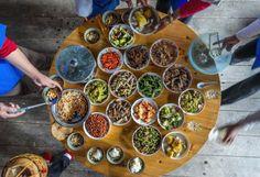 Ricette delle feste ebraiche, cristiane e musulmane  http://d.repubblica.it/cucina/2016/11/07/news/ricette_cucina_ebraica_cristiana_islamica_oriente_joan_rundo-3298975/