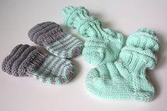 Vauvajuttujen ompeleminen ja neulominen on kiitollista puuhaa: materiaalikulut ovat minimaaliset ja aikaa kuluu vähän. Tänä kesänä olenkin päässyt ideoimaan vauvanvaatteita ja -asusteita mielin määrin ja kaikki ovat syntyneet kuin ohimennen. Poimi tästä ohjeet junasukkiin ja peukalottomiin tumppuihin. Ystäväpiirissäni tapahtuu tänä syksynä perheenlisäystä. Viime vuodet ovat olleet melko aktiivisia vauvavuosia, mutta tässä syksyssä on jotain ihan… Diy And Crafts, Arts And Crafts, Baby Socks, Fingerless Gloves, Baby Knitting, Arm Warmers, Knit Crochet, Sewing, Kids