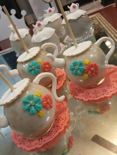 Tea time, teapot candy apples @one_skinny_baker Chocolate Covered Apples, Chocolate Dipped, Caramel Apples, Oreos, Cakepops, Carmel Candy, Gourmet Candy Apples, Chocolates, Chocolate Caramels