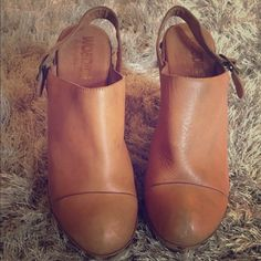 Jeffrey Campbell Tan Woodies Clogs - size 9 Jeffrey Campbell Tan Woodies Clogs - size 9 Jeffrey Campbell Shoes Mules & Clogs