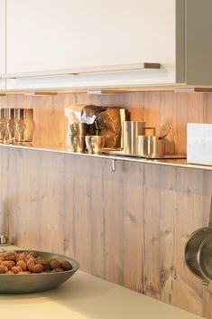 Küche aus Holz, Holzküche, Holzverkleidung, Holz Optik, Holz Arbeitsplatte, Eiche, rustikal, gebürstet, weiße Küche; Foto: rational