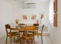 mesa redonda do Antiquário e cadeiras do Espaço Til.  uol