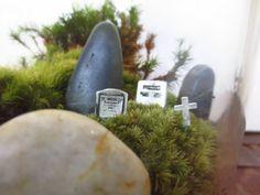 Shhh, You Don't Want to Wake the Dead.. Terrarium Accessory Three Gravemarkers Tombstones Terrarium Miniatures Grave Stones Mini Cemetary door FaerieNest op Etsy https://www.etsy.com/nl/listing/114881355/shhh-you-dont-want-to-wake-the-dead