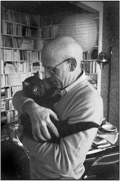 Der französische Philsoph Michel Foucault mit seiner Katze, Paris, 1978 © Martine Franck/Magnum Photos/Agentur Focus