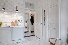 Antique elements in a cozy kitchen Best Interior, Home Interior Design, Interior And Exterior, Interior Decorating, Apartment Interior, Kitchen Interior, Kitchen Design, Cozy Kitchen, Kitchen Stuff